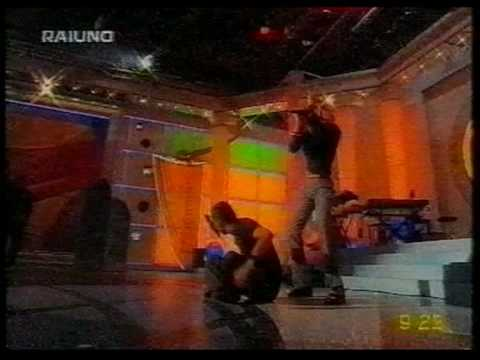 1999 Italy – TV @Uno Mattina - Surrender / Mirando El Mar